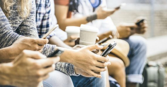 smartphone_users_istock